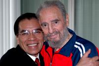 Fidel Castro reaparece en televisión con aspecto más saludable